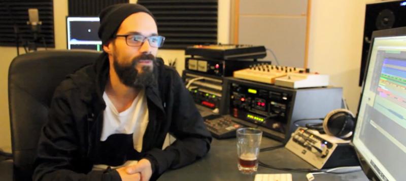 """Einmusik spricht über sein neues Album """"10 Years"""" und verrät, warum Hotelzimmer nie so geil sind. Bildquelle: einmusika.de"""